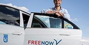 El taxi inicia la carrera por el cliente digital